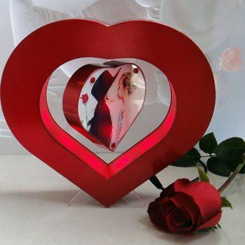 Širdies formos levituojantis nuotraukų rėmelis (1)